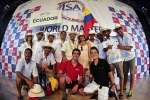 Team Ecuador with ISA President Fernando Aguerre. Credt: ISA / Rommel Gonzales
